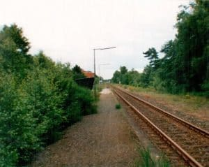 Blick über die Gleise nach Süden, Bahnhof Wintermoor im Dezember 1993. Das zweite Bahnhofsgleis rechterhand lässt sich noch erahnen.