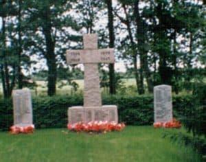 Ehrenmal für im Zweiten Weltkrieg gefallene deutsche Soldaten aus Wintermoor - Friedhof Wintermoor 1996