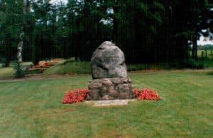 Alter Stein der KZ-Toten-Gedenkstätte auf dem Friedhof Wintermoor, 1996