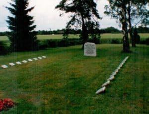 Neue Steinplatten der KZ-Toten-Gedenkstätte auf dem Friedhof Wintermoor, 1996