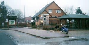 Vorplatz Bahnhof Wintermoor im Dezember 1998