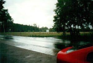 Blick vom Parkplatz bei Manke auf den Margarete-Baasch-Weg im April 2002