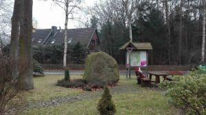 Ortsmitte von Wintermoor-Geversdorf mit Namensstein, Januar 2017