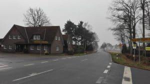 Hof Lührs an der Wintermoorer Straße, Kreuzung Lange Straße (Blick in Rtg. Schneverdingen im Januar 2017)