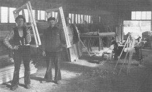 Helmut Dwenger (links) mit seinem Geselle - aus 200 J Colonie Wintermoor