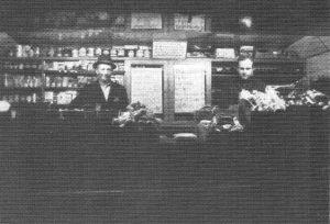 Hermann Baden und Egon Manke im Verkaufswagen - aus 200 J Colonie Wintermoor