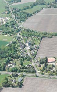 Schulweg mit Sichtachse Ehrhorner Heuweg im Mai 2017_Detail