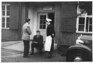 Krankenhaus Wintermoor, sitzend Rudolf Degkwitz zw 1944-47