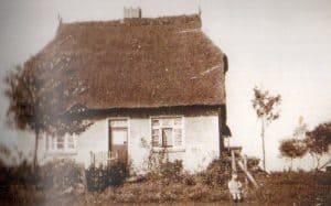 Günther Vorwerk vor dem Haus um 1936
