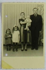 Foto der Familie Cyhan, 3.2.1.1/79008929, ITS Digital Archive, Bad Arolsen