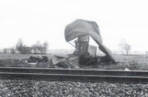 Überreste eines Güterzuges nach Zugunglück in Wintermoor 1969 - Foto aus Die Heidebahn von Dierk Lawrenz