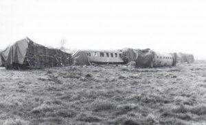 Verkeilte Reisewaggons nach Zugunglück in Wintermoor 1969 - Foto aus Die Heidebahn von Dierk Lawrenz