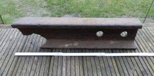 Artefakt Durch Explosion zerstörte Schiene aus Wintermoor 1945