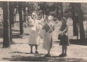 Kinderankunft im Ausweichkrankenhaus 1947