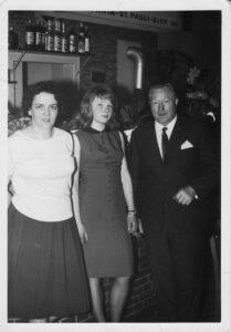 Zollkrug Anfang 1960er - Erika Magdalena Gimm (geb. Schlüschen), Ellen Erika Richter (geb. Menke) und Walter Gimm